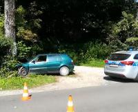 ZAGÓRZ / PORAŻ: Osobówka uderzyła w drzewo. Jedna osoba poszkodowana (FILM, ZDJĘCIA)