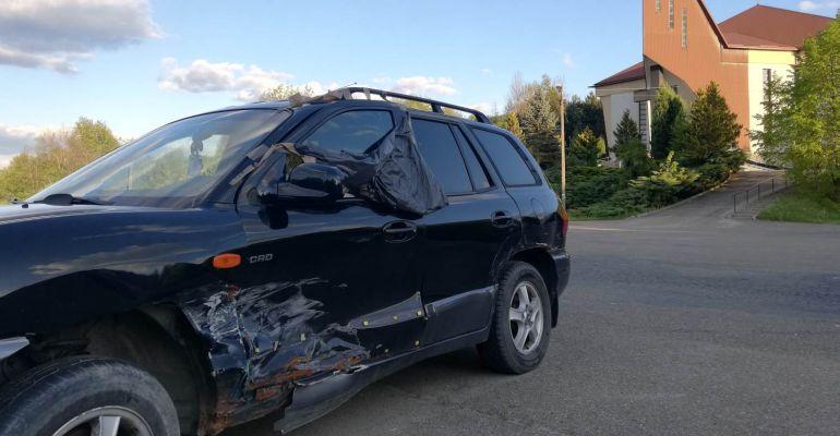 INTERWENCJA: Zdezelowany samochód na ulicy od kilku miesięcy (ZDJĘCIA)