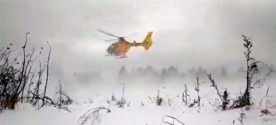 Trudna akcja sanockiego śmigłowca LPR. Lekarz i ratownik zjeżdżali na linach (VIDEO)