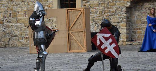 Pokazy szermiercze i strzelanie z historycznej broni (ZDJĘCIA)