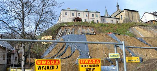 AKTUALIZACJA: Zaawansowane prace przy czynnym osuwisku pod klasztorem (FOTO)