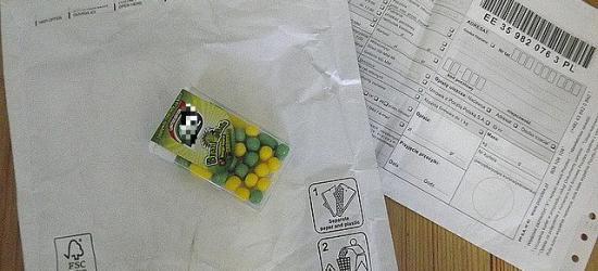 """Odebrał paczkę ,,za pobraniem"""" za 165 zł, a w niej popularne cukierki"""