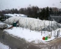 MOSiR SANOK: Balon nad kortem runął pod naporem śniegu (ZDJĘCIA)