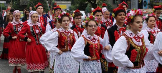 SANOK: Korowód z Rynku do Skansenu rozpoczął trzeci dzień Święta Karpat! (VIDEO, FOTO)