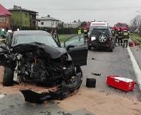 Wypadek z udziałem 4 pojazdów. Dwóch kierowców w szpitalu (ZDJĘCIA)