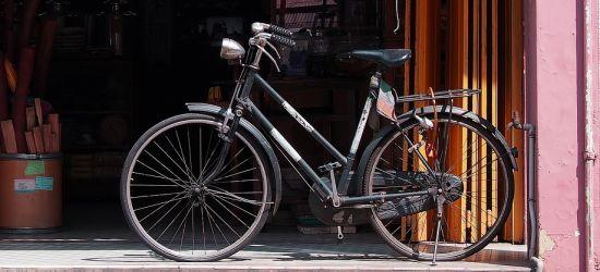 Był pijany, nie chciało mu się iść, więc zwinął rower