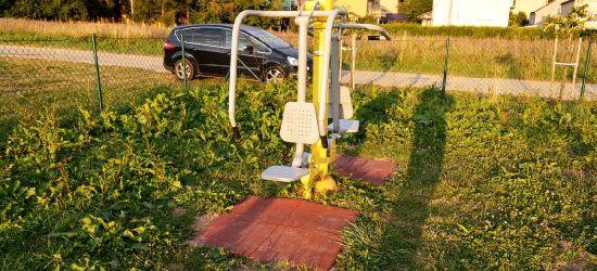 """AKTUALIZACJA: Zarośnięte place zabaw… """"W trawie kleszcze i żmije"""" (FOTO)"""