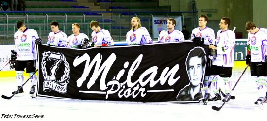 26 lat od tragicznego wypadku sanockich hokeistów. Wspominamy Piotra Milana (FILM, FOTO)