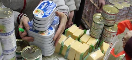 Listopadowe wydawanie żywności przez PKPS. Co w paczkach?