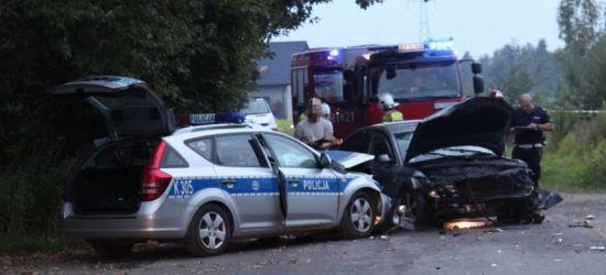PODKARPACIE. Pościg za junakiem. Radiowóz uderza w volkswagena. Dwaj policjanci ranni (ZDJĘCIA)