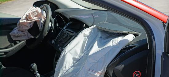 UWAGA KIEROWCY: Zderzenie osobówki z samochodem ciężarowym w Długiem! Ruch wahadłowy
