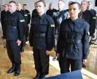 26 nowo przyjętych policjantów złożyło ślubowanie (ZDJĘCIA)