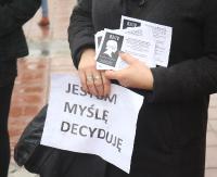 SANOK: Strajk sanoczanek w Dzień Kobiet. Manifestacja na Rynku