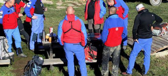 Ratownicy i funkcjonariusze w akcji. Poszukiwania turystki (ZDJĘCIA)