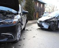 AKTUALIZACJA: Zderzenie dwóch osobówek na Białogórskiej. Droga była zablokowana dwie godziny (ZDJĘCIA)