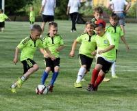 Dużo sportowej radości podczas Dnia Dziecka Akademii Piłkarskiej Sanok. Z wychowankami zagrali… rodzice! (FOTORELACJA)