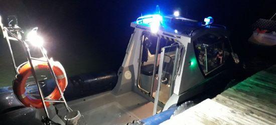 23-letni awanturnik. Policjanci i strażacy płynęli po niego przez Jezioro Solińskie