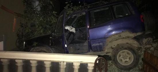 Nissanem wjechał na… taras. Był pijany, odpowie przed sądem (FOTO)