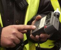 KRONIKA POLICYJNA: Rabusie telefonów i nietrzeźwy 17-latek za kółkiem