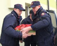 Otwarte serca funkcjonariuszy Straży Ochrony Kolei. Pomagają chorym i bezdomnym (FILM)