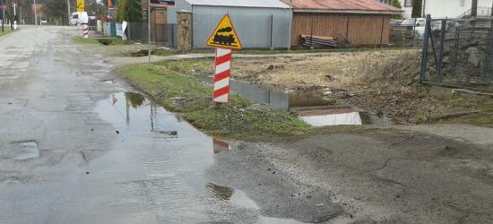 """INTERWENCJA SANOK: Na Piastowskiej """"rozlewisko"""". Lipowa w opłakanym stanie, mieszkańcy domagają się asfaltu (ZDJĘCIA)"""