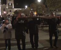 """SANOK: Tysiące sanoczan przeszło Drogę Krzyżową ulicami miasta. """"Dzięki Ci Boże mój za ten krzyż, który Jezus cierpiał za mnie"""" (FILM)"""