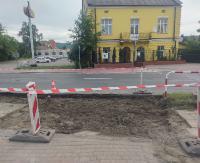 """SANOK: Wyczekiwana """"zebra"""" przy Biedronce na Lipińskiego jest prawie gotowa. Ma być bezpieczniej (ZDJĘCIA, archiwalne VIDEO)"""