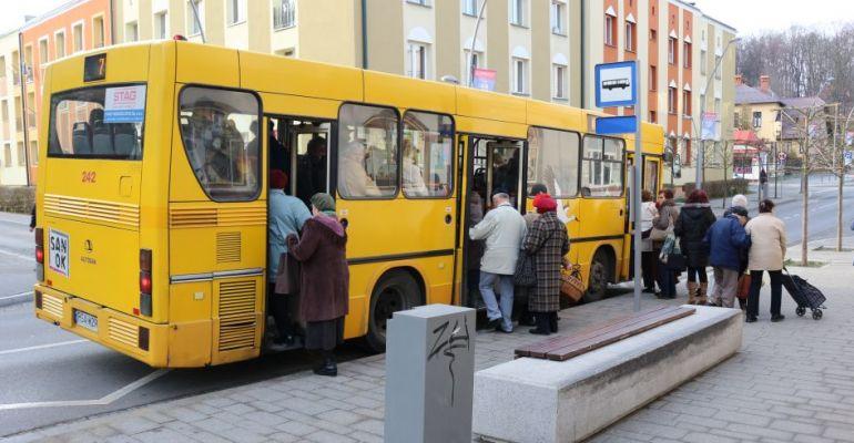 Kontrole w autobusach, sklepach, zakładach pracy