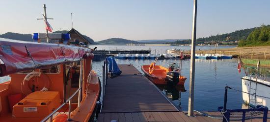 BIESZCZADY: Pogoda rozpieszcza, ale i odbiera rozum. Nad Jeziorem Solińskim 17 interwencji WOPR (FOTO)