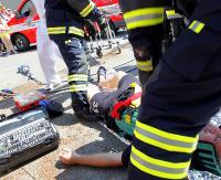 Na mężczyźnie zapaliło się ubranie. Z poparzeniami trafił helikopterem do szpitala