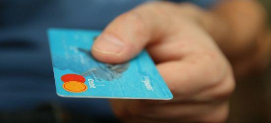 PODKARPACIE: Ukradła kartę, zapłaciła za zakupy. Grozi jej 10 lat