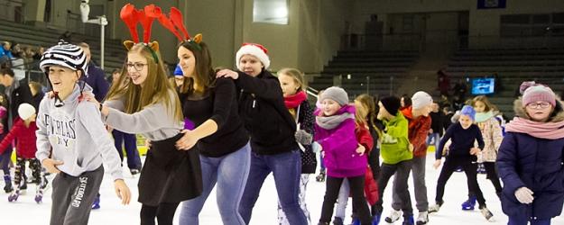Mikołajki na lodzie. Sanocka Arena pękała w szwach (ZDJĘCIA)