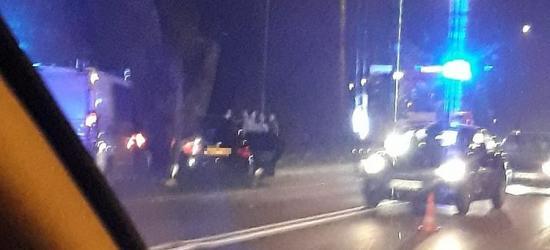 Wystrzelone poduszki, szkło na drodze. Kraksa na Dąbrówce (FOTO)
