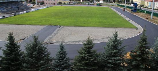 WIERCHY SANOK: Położono drugą warstwę asfaltowego dywanika (VIDEO, LIVE)