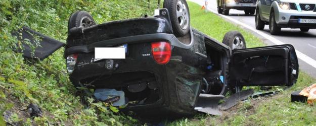 WUJSKIE: Wypadek przy serpentynach. Zderzenie czterech osobówek. Kierująca w szpitalu (ZDJĘCIA)