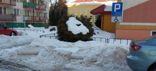 SANOK: Na miejsce parkingowe dla niepełnosprawnych zepchnięto zalegający śnieg!