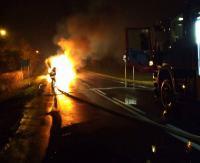 Samochód zaczął płonąć podczas jazdy. Dzięki zdecydowanej postawie innego kierowcy nie doszło do tragedii