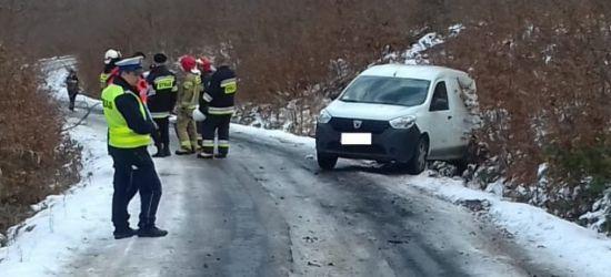 AKTUALIZACJA: Mężczyzna został wciągnięty pod samochód. Niestety nie żyje… (FOTO)