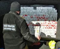 5 tys. paczek papierosów ukrytych w ścianie samochodu (ZDJĘCIA)