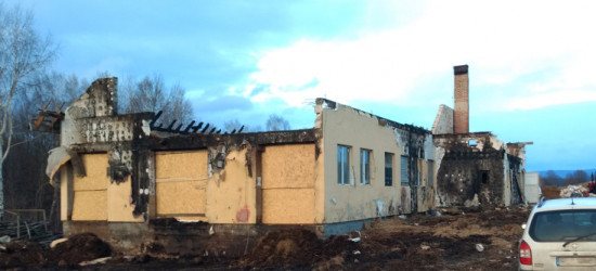 Akcja pomocy pogorzelcom z Orelca. Mieszkańcy chcą odbudować dom i oborę (ZDJĘCIA)