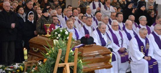 """Ostatnie pożegnanie ks. Eugeniusza Dryniaka, kapelana podkarpackiej """"Solidarności"""" (FOTORELACJA)"""