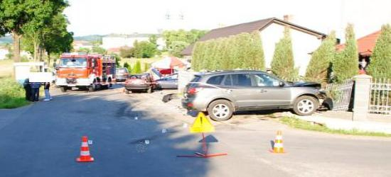 Wypadek z udziałem trzech pojazdów