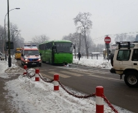 Na Kolejowej autobus sił zbrojnych zderzył się z osobówką (ZDJĘCIA)