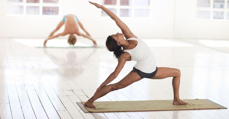 Wzmocnisz ciało, uspokoisz umysł. Zapraszamy na zajęcia z hatha-jogi!