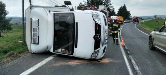 """POSADA ZARSZYŃSKA: """"Położył"""" samochód na jezdni (FOTO)"""
