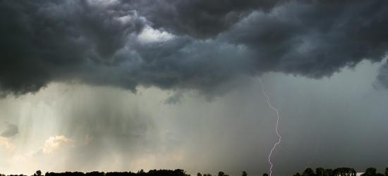 IMGW OSTRZEGA: Upały i burze z gradem!