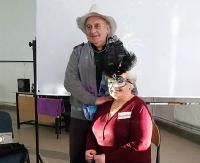 Pozowali i uczyli się jak zrobić ciekawe zdjęcie. Studenci Trzeciego Wieku za pan brat z aparatem