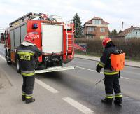 SANOK: Ogromna plama oleju na ul. Lipińskiego. Było ślisko i niebezpiecznie (ZDJĘCIA)