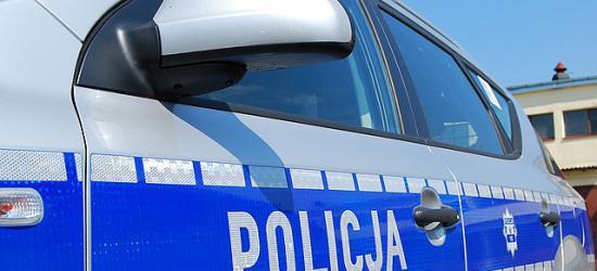 Policja szuka właściciela roweru. Żrący płyn wylany na auto