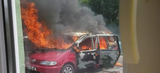 SANOK: Płonęły trzy samochody! Jeden z nich doszczętnie zniszczony (NOWE ZDJĘCIA)